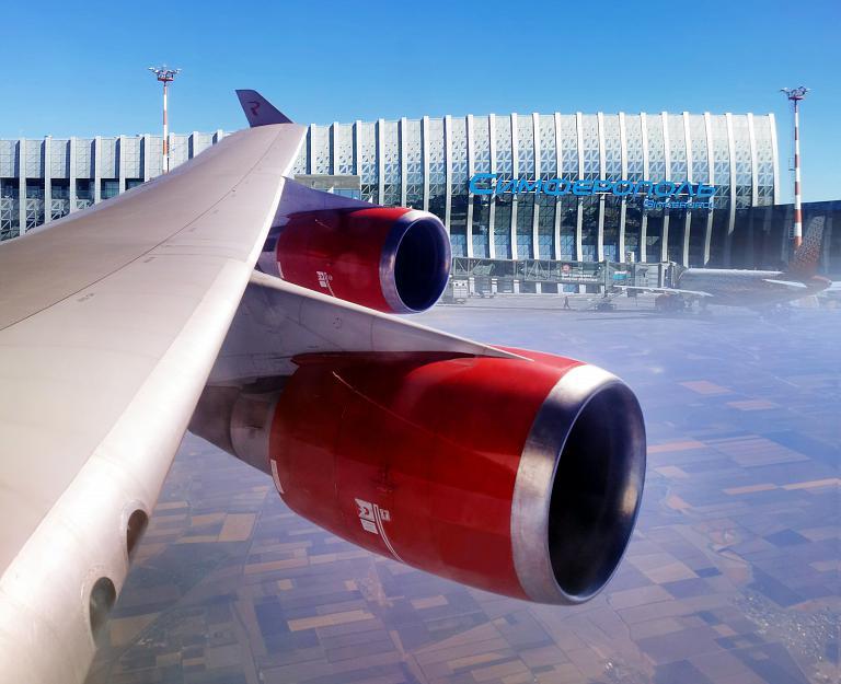 Королева Небес берёт курс на Крым или короткий вояж на верхней палубе Boeing 747-400