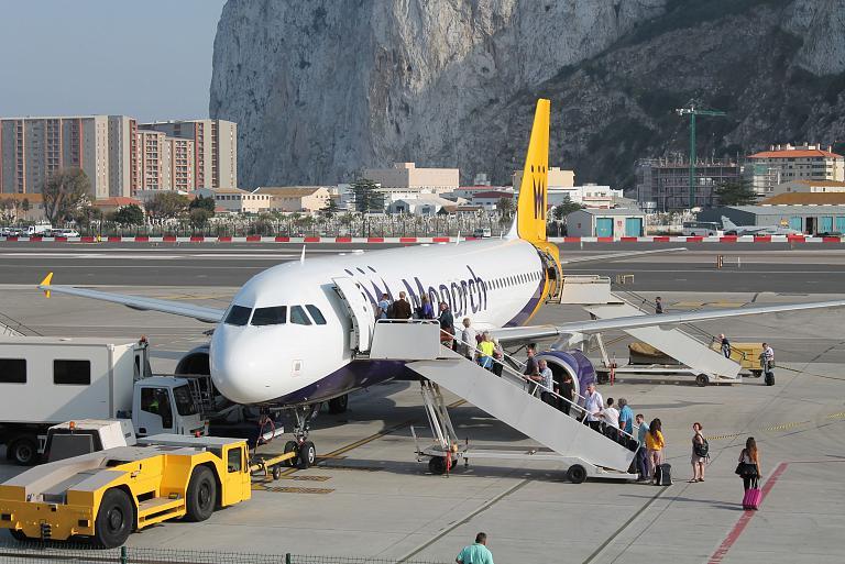 В Гибралтар из Лутона с Монархом