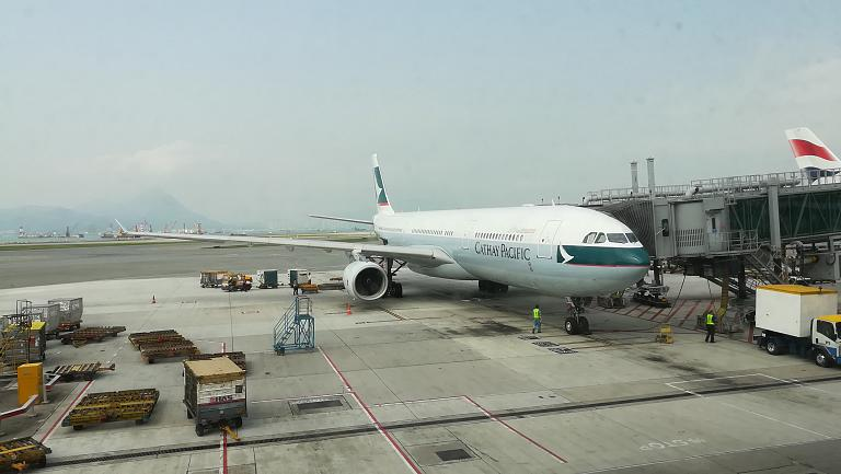 Весенние каникулы. Часть 2. Бангкок (Suvarnabhumi, BKK) - Гонконг (Hong Kong International Airport, HKG) с Cathay Pacific на А-330-300 + бизнес-зал Oman Air