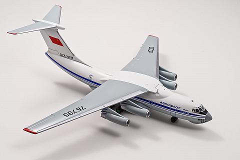 Модель самолета Ил-76 в масштабе 1:200