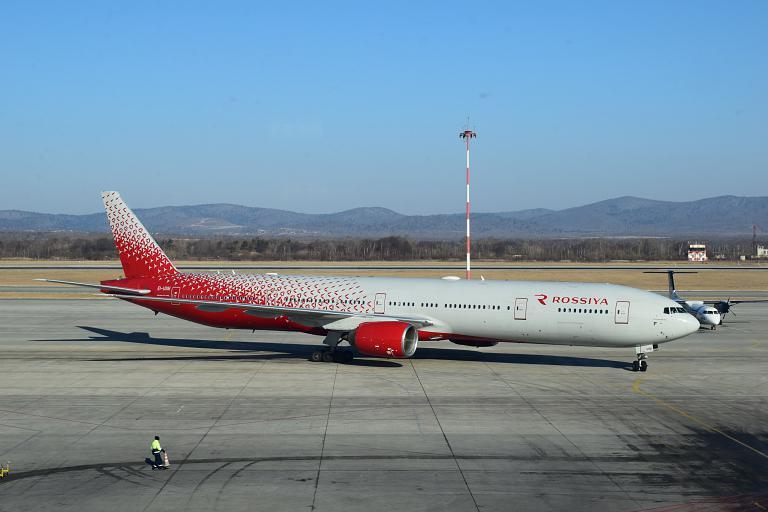 Владивосток - Москва, Boeing 777-312, EI-UNM, Россия