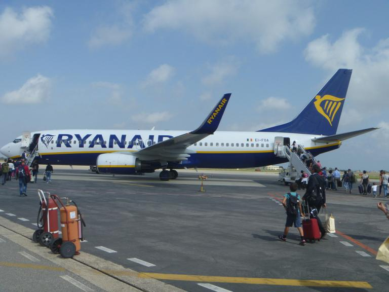 Путешествие по Европе. Часть 5. Кротоне-Рим (FCO T2) на B738 Ryanair.