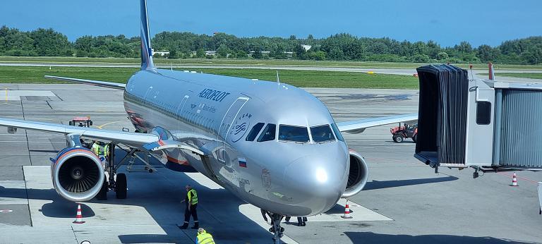 Балтийский тур. Калининград (KGD) - Москва (SVO). Airbus A321-200 VP-BEG V. Nemirovich-Danchenko  а/к Аэрофлот (эконом).