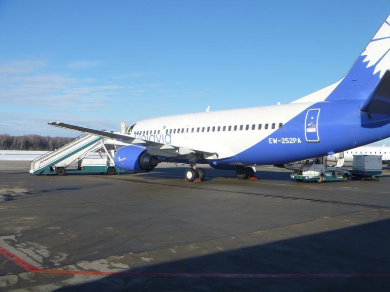 Из Европы в Азию и обратно. Часть 1. Минск-Москва (DME) на Boeing 737-500 Belavia.
