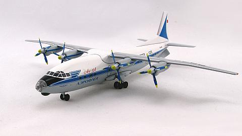 Модель самолета Ан-10 в масштабе 1:200