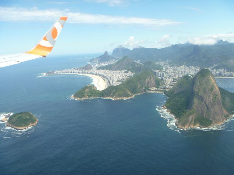 Путешествие через океан. Часть 4. Рио де Жанейро (SDU) - Сан-Паулу (GRU) на Boeing 737-700 GOL Transportes Aéreos.