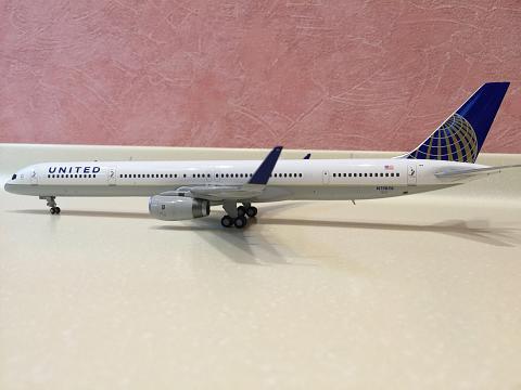 "Обзор модели ""Gemini Jets"" 1/200 авиакомпании ""United"" Boeing 757-300"