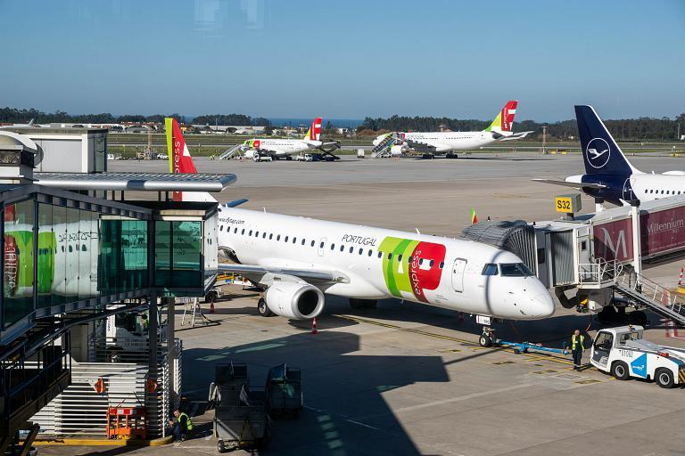 Portus Cale. Из столицы официальной в столицу северную. Лиссабон - Порту на E190 TAP Express