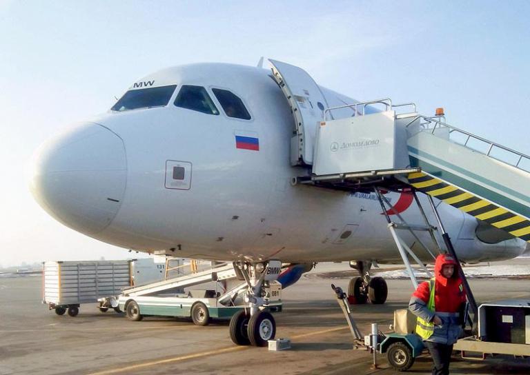 Омск-Москва, Уральские авиалинии, Airbus A320-214, VP-BMW