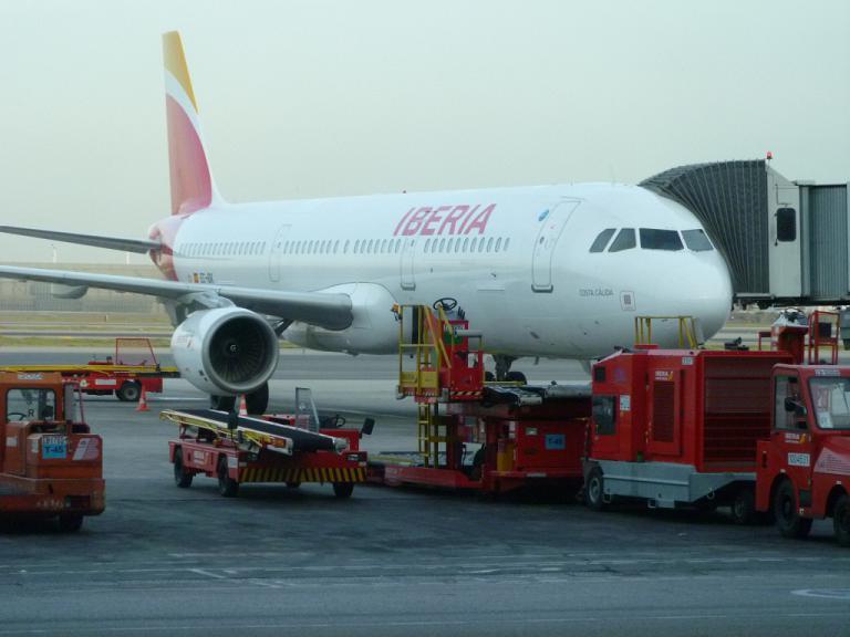 Путешествие через океан. Часть 6 (заключительная). Мадрид (T4S) - Милан (LIN) на Airbus A321 IBERIA.