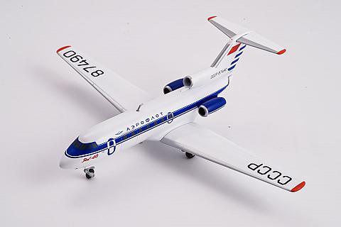 Herpa: модель самолета Як-40 в масштабе 1:200