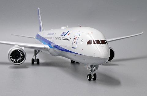 Металлический Боинг-787-10 авиакомпании ANA в масштабе 1:200