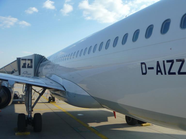 Путешествие по Европе. Часть 2. Франкфурт на Майне-Мадрид (Т2) на Airbus A320 Lufthansa.