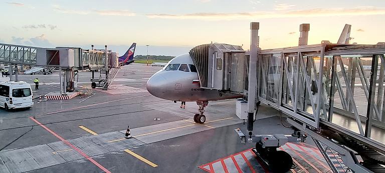 Балтийский тур. Москва (SVO) - Калининград (KGD)  Airbus A320-200 VP-BLH P.Cherenkov а/к Аэрофлот (эконом).