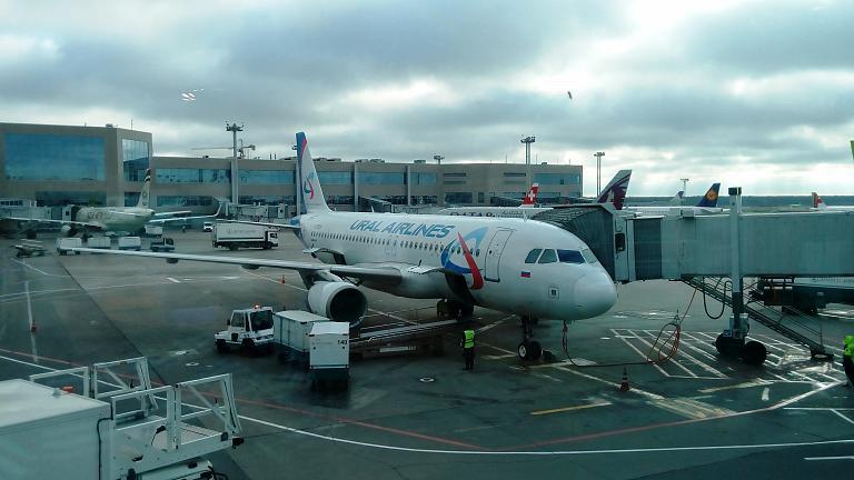Уральскими авиалиниями на А320 из Москвы в Екатеринбург: кухня бизнес-класса и кабина пилотов