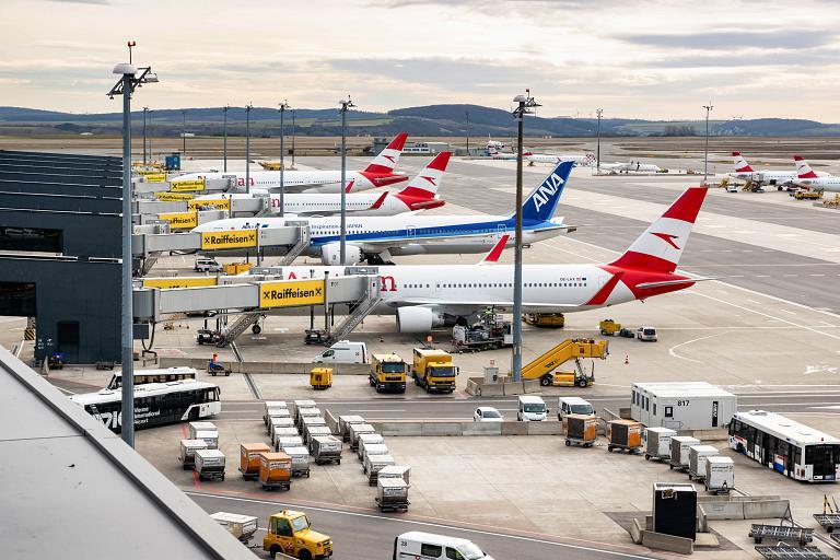 Тур Besucherwelt и смотровая площадка в аэропорту Вены или споттинг в тумане и не только
