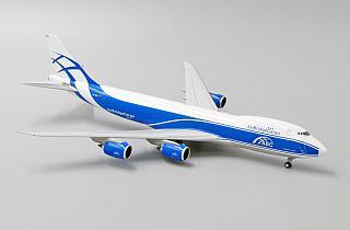 Модель самолета Boeing 747-8