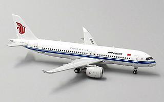 Модель самолета Comac C919