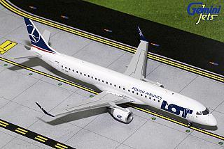 Модель самолета Embraer 195
