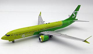 Модель самолета Boeing 737MAX 8