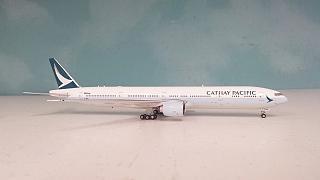 Модель самолета Boeing 777-300