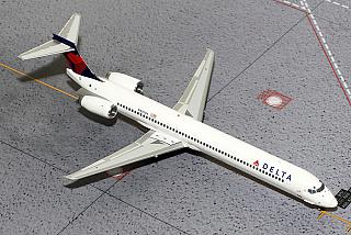 Модель самолета McDonnell Douglas MD-90