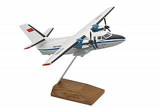 Модель самолета Let L-410