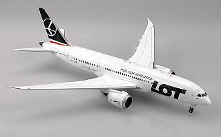 Модель самолета Boeing 787-8