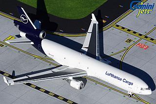 Модель самолета McDonnell Douglas MD-11
