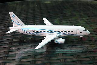 Модель самолета Сухой Суперджет-100