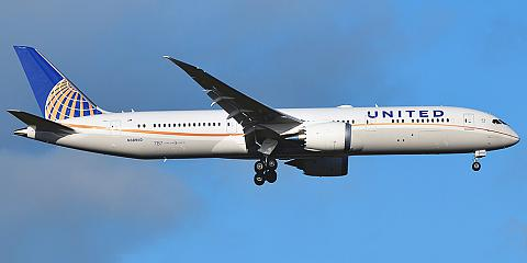 United Airlines. Airline code, web site, phone, reviews and opinions.
