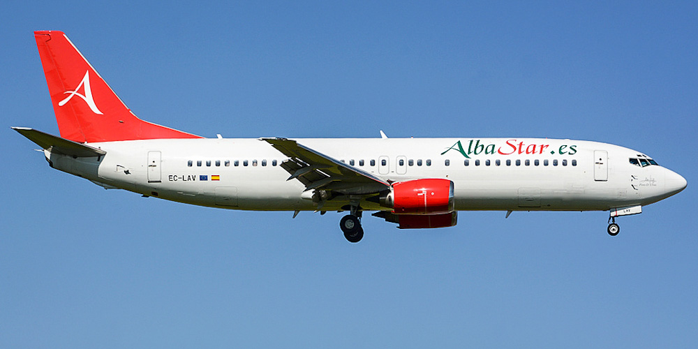 Самолет Боинг-737-400 авиакомпании AlbaStar