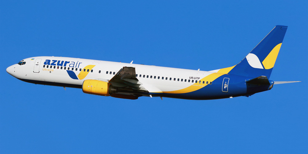 Самолет Боинг-737-800 авиакомпании Azur Air Ukraine