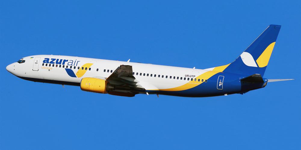 Самолет Боинг-737-800 авиакомпании Azur Air Ukraine
