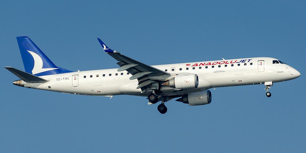 Самолет Embraer 190 авиакомпании AnadoluJet