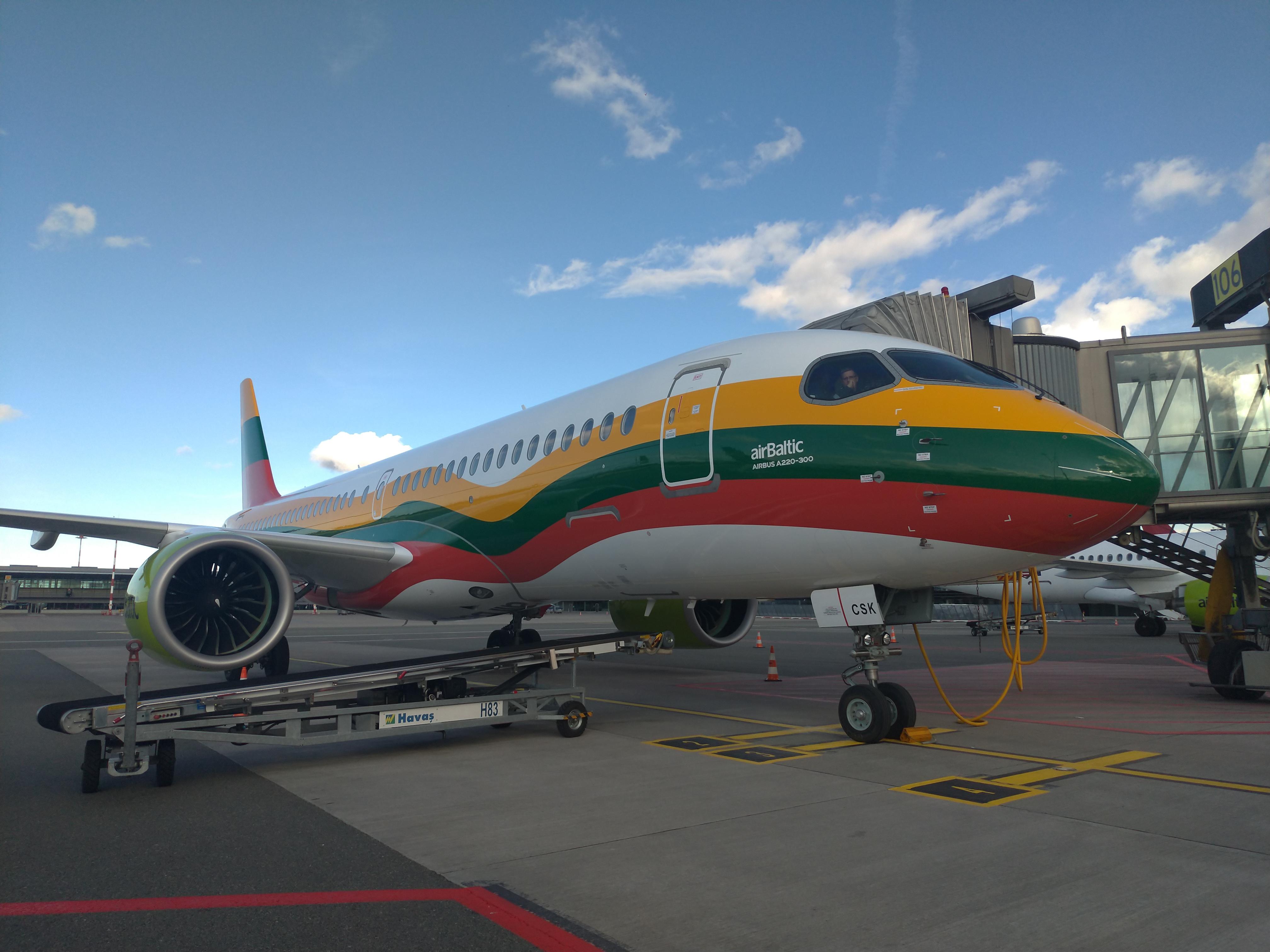 Airbus A220-300 YL-CSK авиакомпании airBaltic