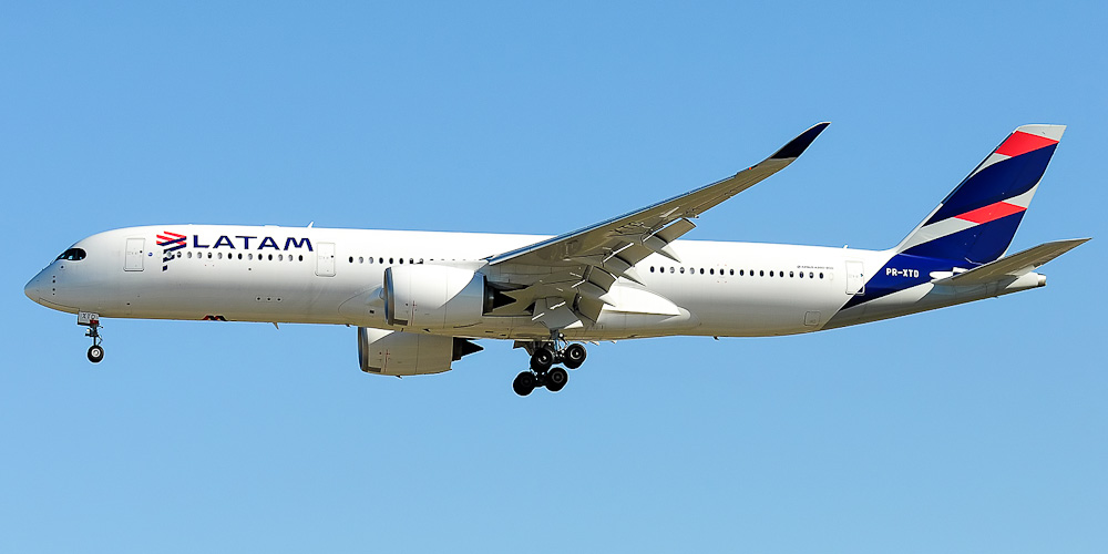 Самолет Airbus A350-900 авиакомпании LATAM Brasil