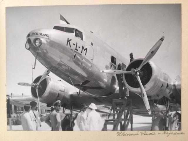 Самолет Дуглас ДС-2 авиакомпании KLM в аэропорту Багдад, Ирак (фото из семейного архива)