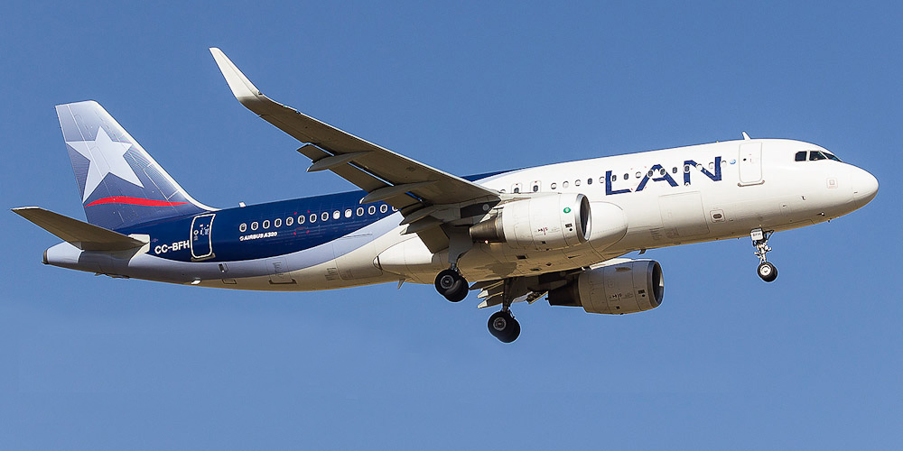Самолет Airbus A320 авиакомпании LATAM Colombia