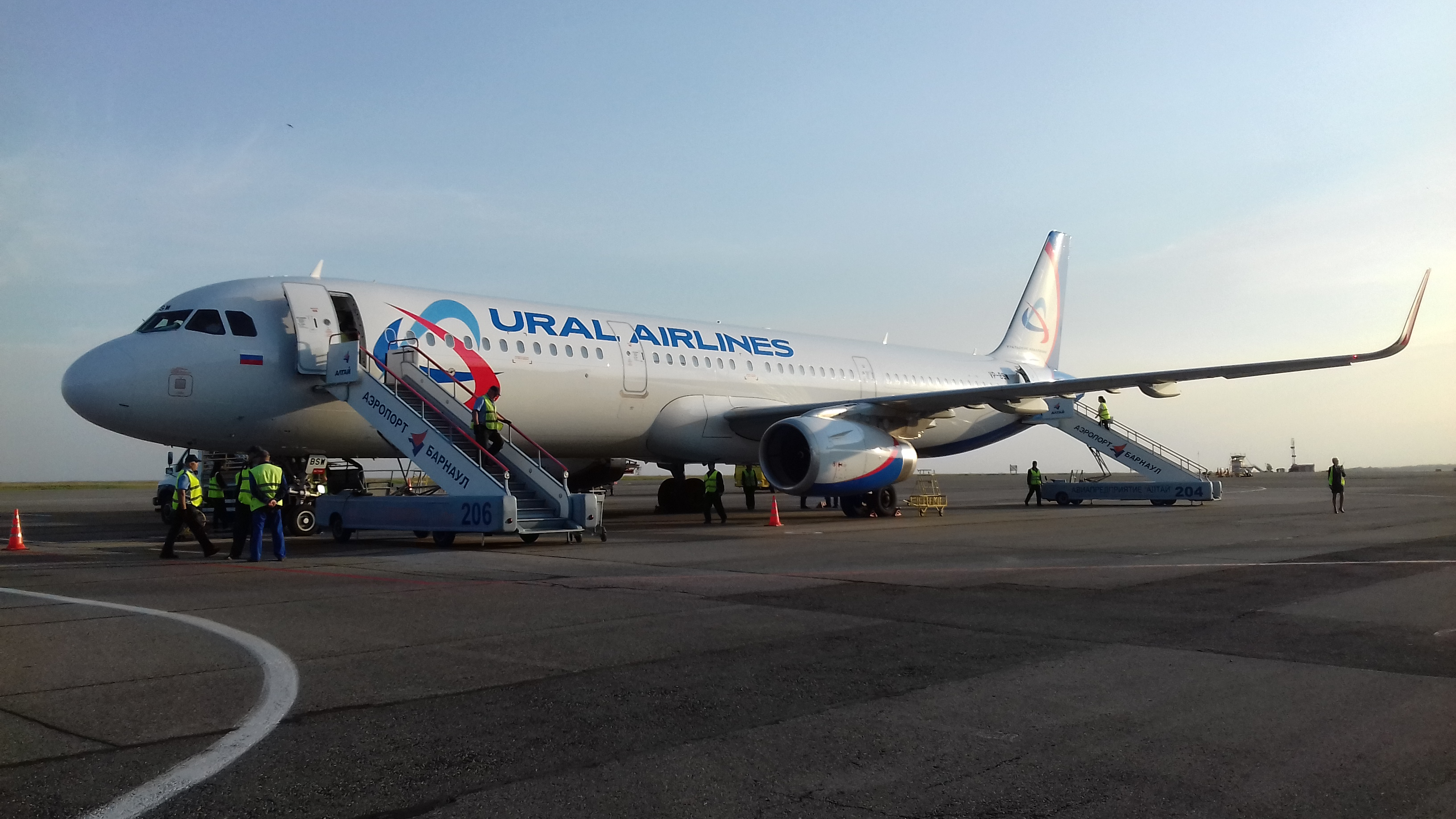 Airbus A321 VP-BSW Ural airlines. Preparing for the flight Barnaul-Domodedovo.