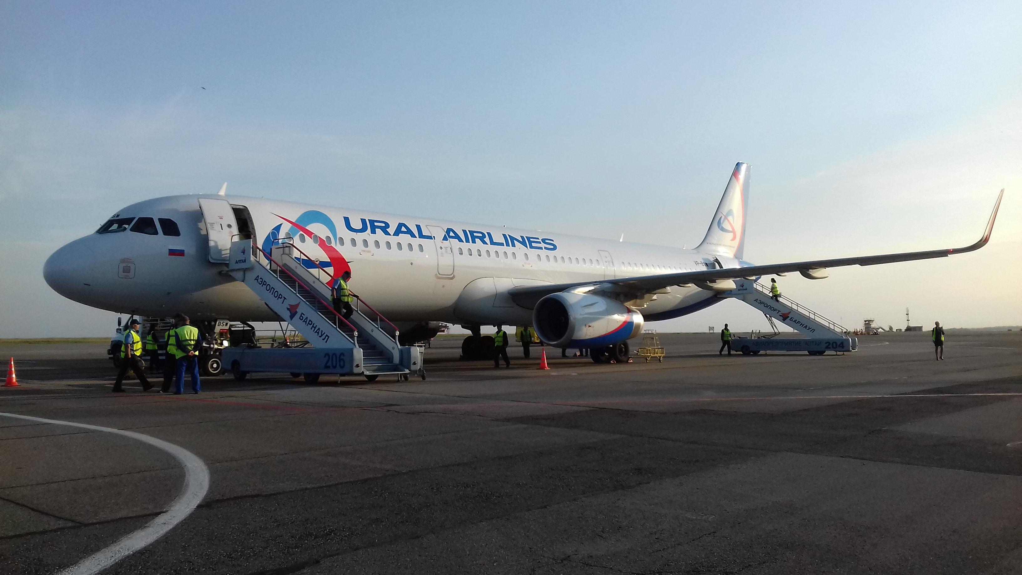Airbus A321 VP-BSW Уральских авиалиний. Подготовка к вылету, Барнаул-Домодедово.