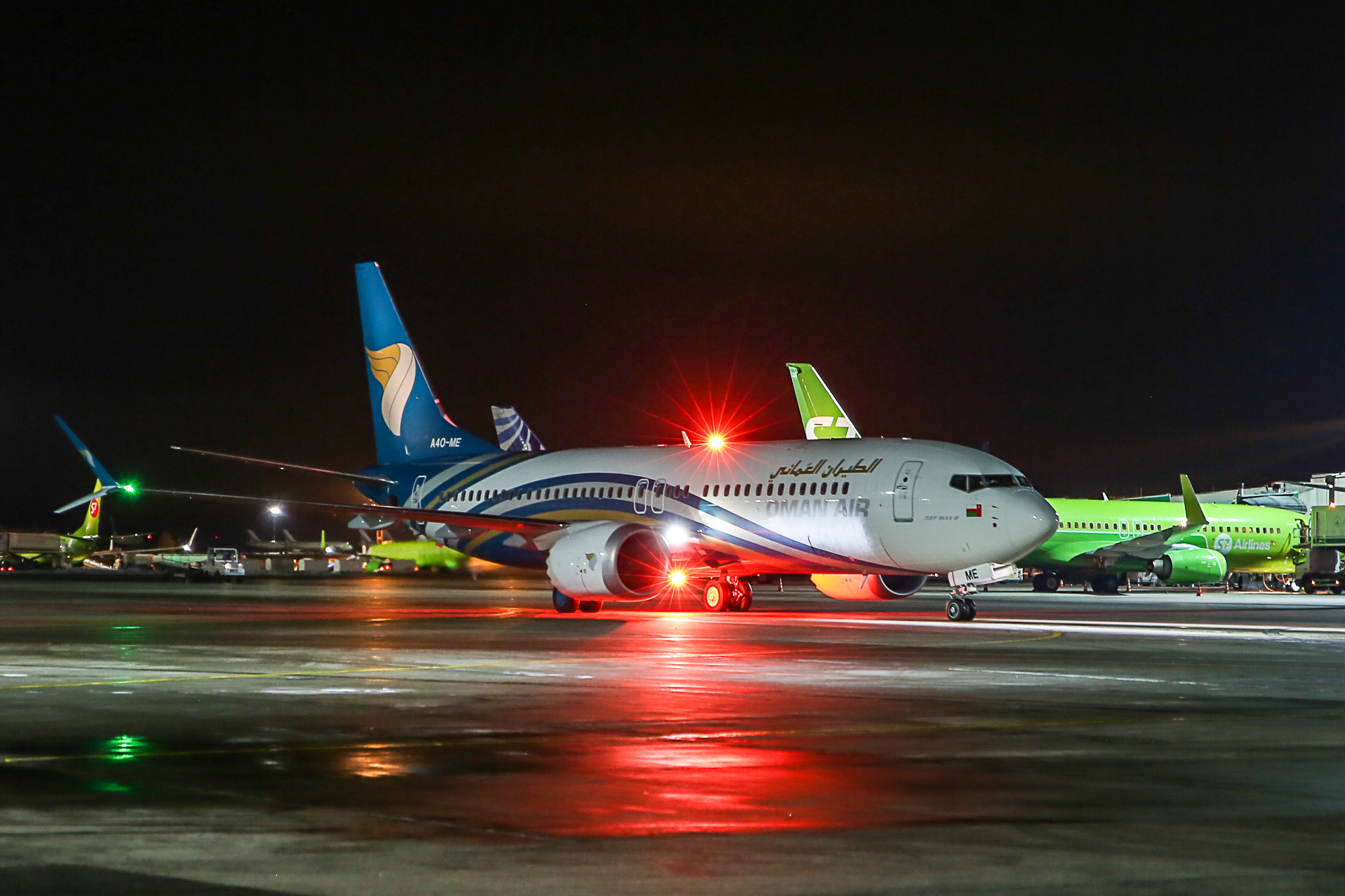 Самолет Boeing 737 MAX 8 авиакомпании Oman Air в аэропорту Домодедово