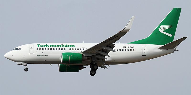 Самолет Боинг-737-700 Туркменских авиалиний
