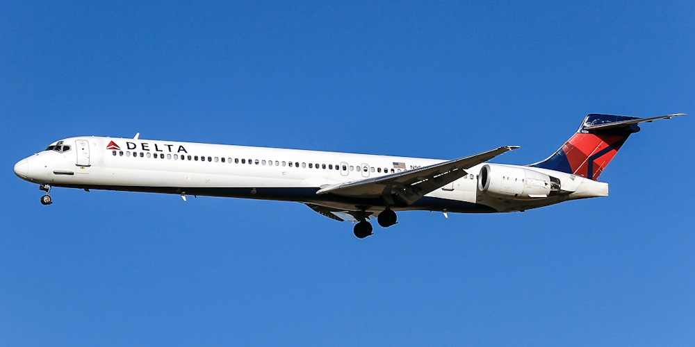 McDonnell Douglas MD-90- passenger aircraft. Photos, characteristics, reviews.