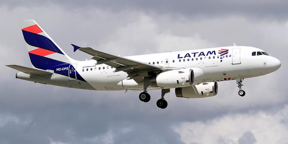 Самолет Airbus A319 авиакомпании LATAM Ecuador